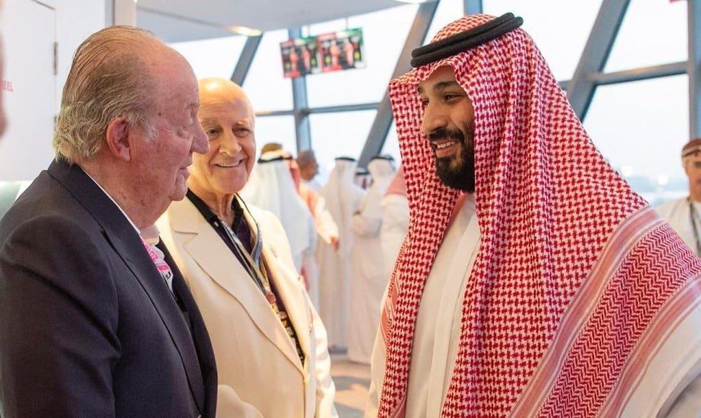 Juan Carlos I con Mohamed bin Salman, príncipe heredero saudí.
