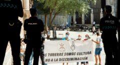 """Escrache de un grupo de taurinos a la ministra Yolanda Díaz en Toledo: """"¡Golfa de mierda!"""""""