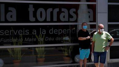 La Generalitat pide a los residentes de tres barrios de Hospitalet que se queden en casa lo máximo posible