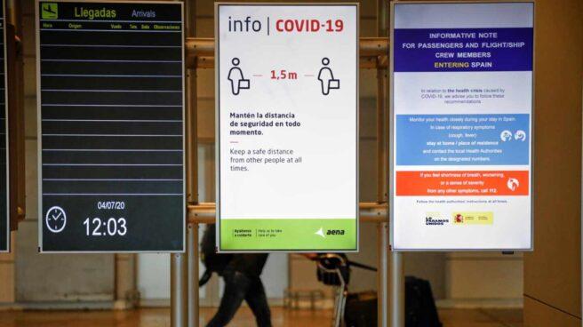 Carteles informativos sobre medidas anti-Covid en el aeropuerto de Palma de Mallorca.
