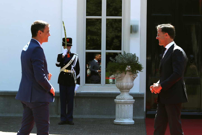 España enfrenta su cumbre más dura en la UE con Rutte y el resto de los 'frugales' en contra