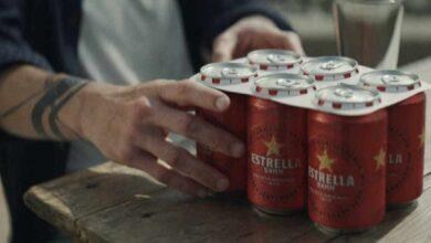 Estrella Damm anuncia la eliminación de las anillas de plástico en su nueva campaña