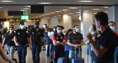 """Sanidad exigirá PCR a los viajeros tras rechazarlo durante meses porque no """"controlaban los brotes"""""""