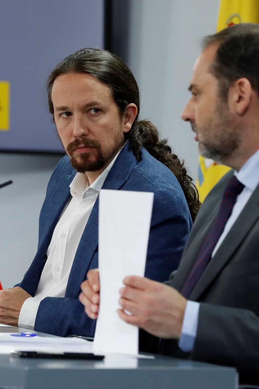 Pablo Iglesias y José Luis Ábalos, en rueda de prensa tras el Consejo de Ministros.