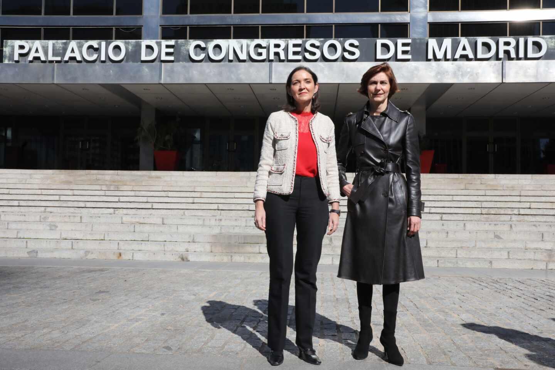 La ministra de Industria, Reyes Maroto, y la hasta ahora secretaria de Estado de Turismo, Isabel Oliver.