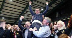 Paschal Donohoe, nuevo presidente del Eurogrupo, celebra una victoria electoral en Irlanda.