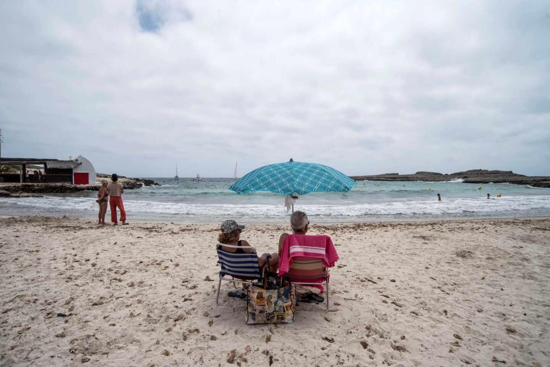 Una playa de Menorca en los primeros días de 'nueva normalidad'.