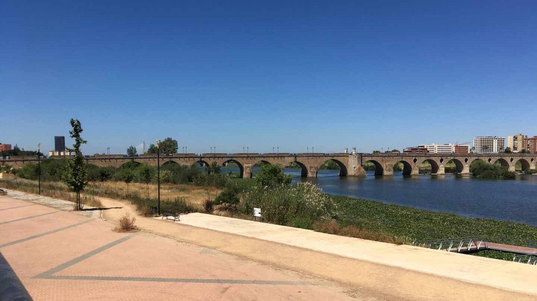 Puente sobre el río Guadiana en Badajoz.