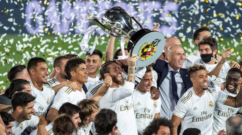 La plantilla del Real Madrid celebra el título de Liga.