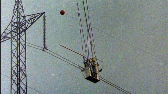 Trabajos de mantenimiento en la red de alta tensión de REE.