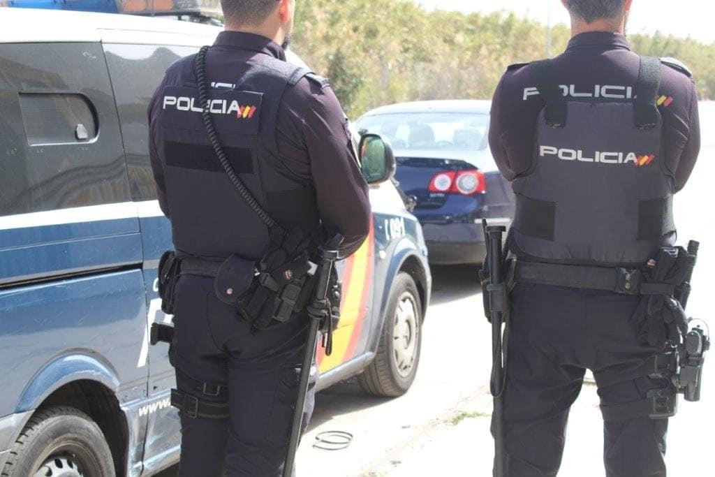 Dos agentes de Policía Nacional.