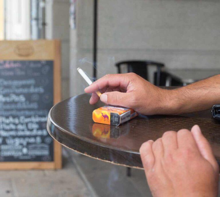 Estos son los problemas más comunes que el tabaco podría provocar a los pacientes con Covid