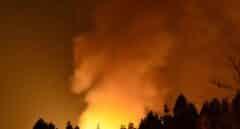 La cifra de vecinos desalojados por el incendio de Garafía (La Palma) asciende a 300 tras evacuar 11 barrios