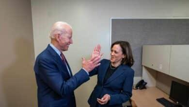 Y la candidata a vicepresidenta con Biden es... la senadora Kamala Harris