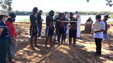Adiós a 'dom Pedro' Casaldáliga, enterrado bajo un árbol a la orilla del río Araguaia