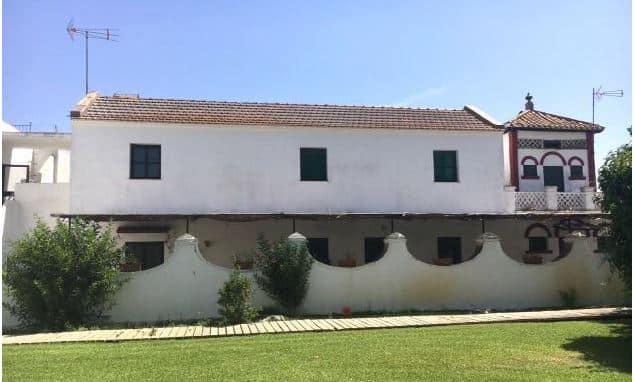 En la esquina derecha, contiguo a la 'casa de guardería', se halla el antiguo palomar.