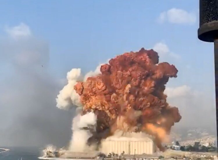 Fuerte explosión en la zona portuaria de Beirut (Líbano)