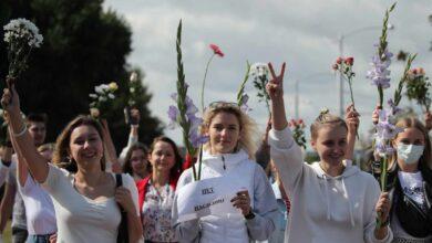 La revolución de las mujeres de blanco en Bielorrusia cerca a Lukashenko
