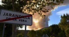 El fuego arrasa las sierras de Huelva y Cáceres