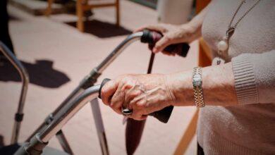 Cada ocho minutos fallece una persona dependiente en lista de espera
