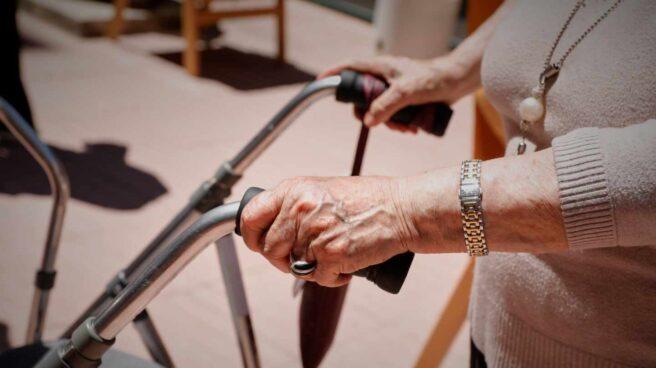 Una persona dependiente en una residencia de mayores.