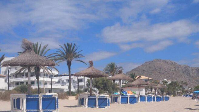 Playa sin bañistas este verano en Port de Pollença, en Mallorca.