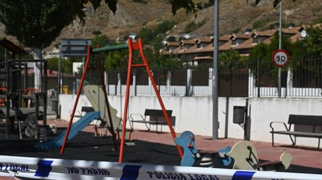 Parque infantil clausurado en la localidad madrileña de Tielmes.