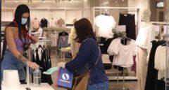 Vídeo: así roban dos mujeres a una anciana en una tienda de San Fernando