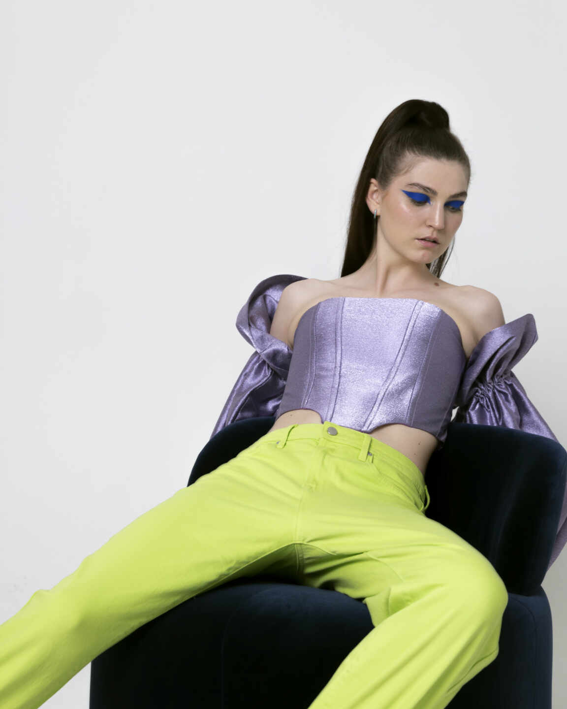 La modelo Aless Ching lleva las piezas de The Coolslaw, fotografiadas por Carlos Folmo.