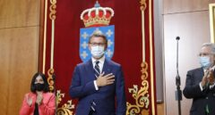 """Feijóo promete su cargo por cuarta vez apelando a la """"moderación"""" y a la """"cogobernanza"""""""
