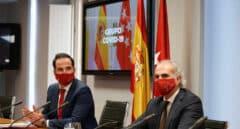 Ignacio Aguado y Enrique Ruiz Escudero, en la reunión entre Sanidad y la Comunidad de Madrid.