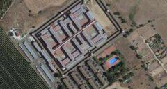 Un preso de 30 años se corta las orejas para comérselas en la cárcel de Badajoz