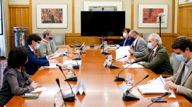 Reunión entre el Ministerio de Sanidad, liderado por Salvador Illa, y la Consejería de Sanidad de la CAM, con Enrique Ruiz Escudero.