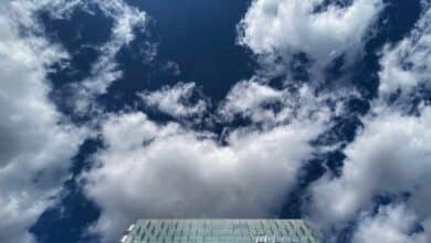 Telefónica vende las torres de Telxius por 7.700 millones y volverá a reducir deuda