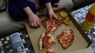 La obesidad infantil disminuye en España, pero aumenta en los hogares pobres