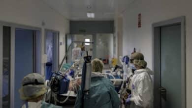 Los hospitales públicos de Madrid ya tienen ocupadas más camas UCI de las que había antes de la pandemia