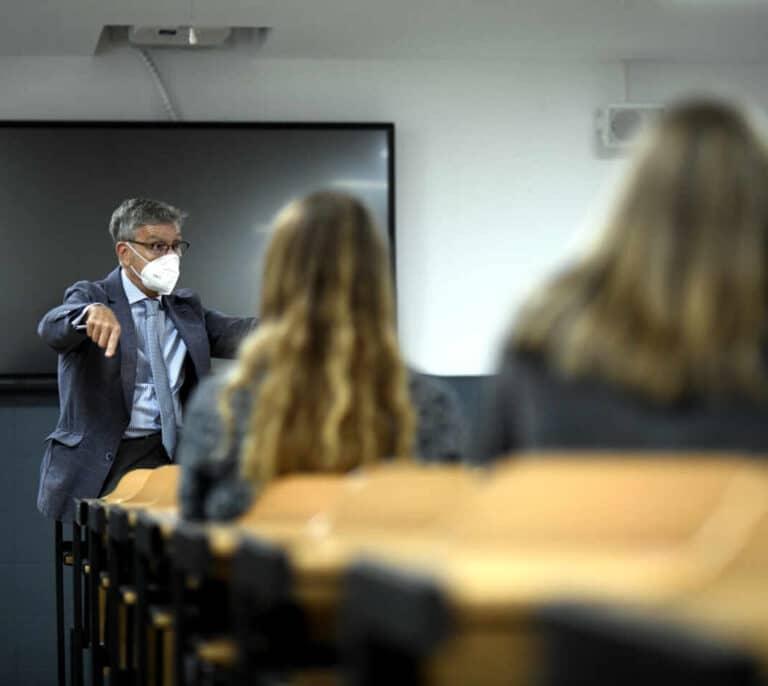 De las prácticas a los profesores 'no tecnológicos': los problemas de la universidad en la segunda ola