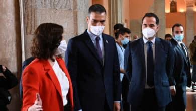 """Gobierno y Madrid pactan un grupo conjunto para """"coordinar respuestas contra la pandemia"""""""