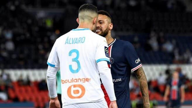 Momento del encontronazo entre Neymar y el español Álvaro Rodríguez