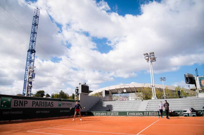 En Roland Garros siempre se mira al cielo antes de jugar: la amenaza de lluvia es constante