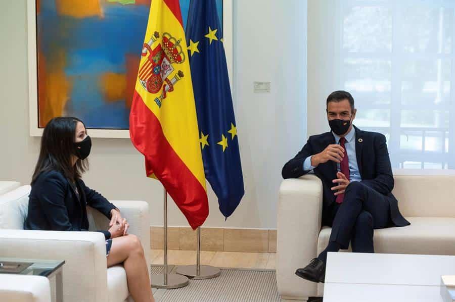 Inés Arrimadas y Pedro Sánchez, reunidos en Moncloa.