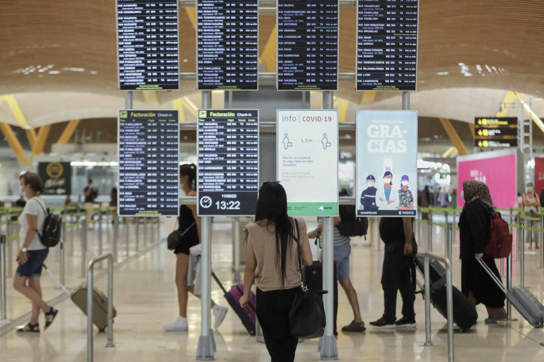 Pasajeros en el aeropuerto de Madrid-Barajas.