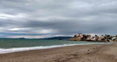 Una mujer sufre una brutal agresión sexual a plena luz del día en una playa de Mazarrón