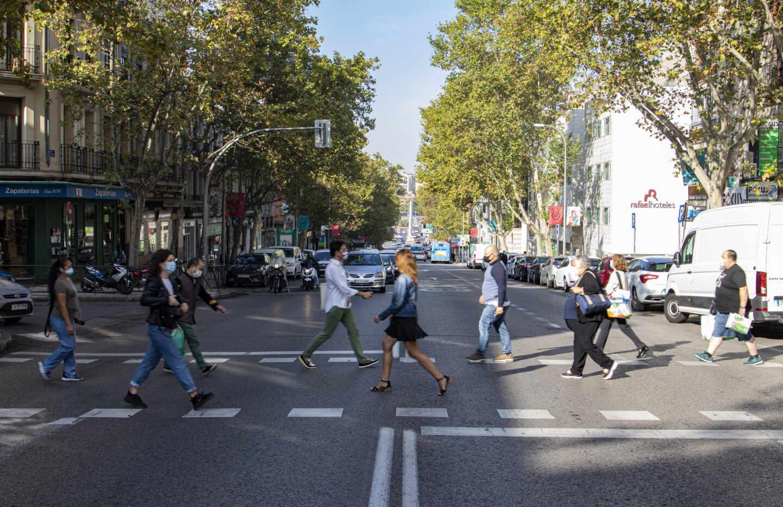 La calle Alcalá marca la divisoria entre una zona con movilidad restringida y otra sin restricciones