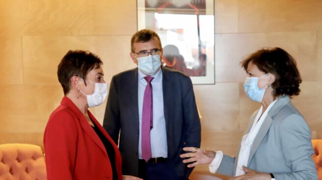La vicepresidenta del Gobierno, Carmen Calvo, se reúne con los representantes de EH Bildu en el Congreso.