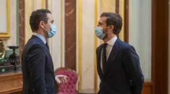 Indignación en Génova con la negativa a dimitir del consejero de Murcia que se vacunó