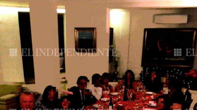Villarejo, primero por la izquierda, en una cena de Nochevieja en casa de García Cancio.
