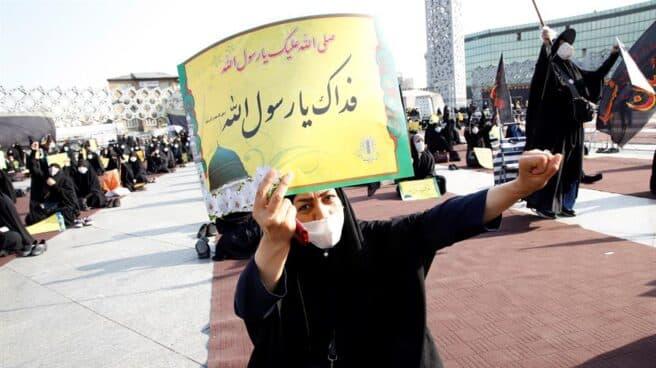 Protestas en Irán contra las nuevas caricaturas de Mahoma en Charlie Hebdo.