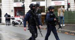 Al menos cuatro apuñalados en un ataque junto a la sede de Charlie Hebdo en París