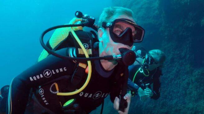 Fernando Simón buceando en el programa 'Planeta Calleja'.